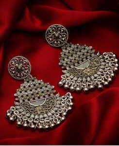 Silver Earrings Make Stylish Fashion Wear for Ladies